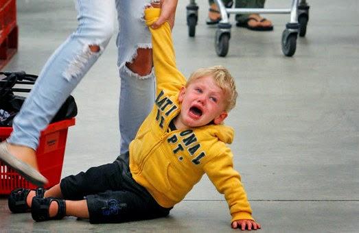 Querida-Mãe-da-Criança-Que-Está-Fazendo-Escândalo-no-Shopping-mamae-tagarela-traducao-stuff-moms-says.jpg